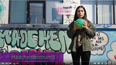 """Screenshot Film LOBBY FÜR MÄDCHEN """"Wir bleiben am Ball …"""""""